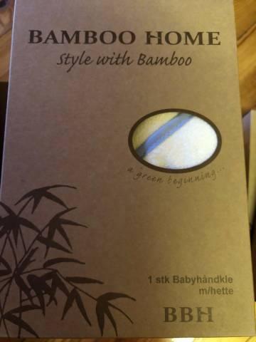 Bambus babyhåndkle med blå kant på hetta